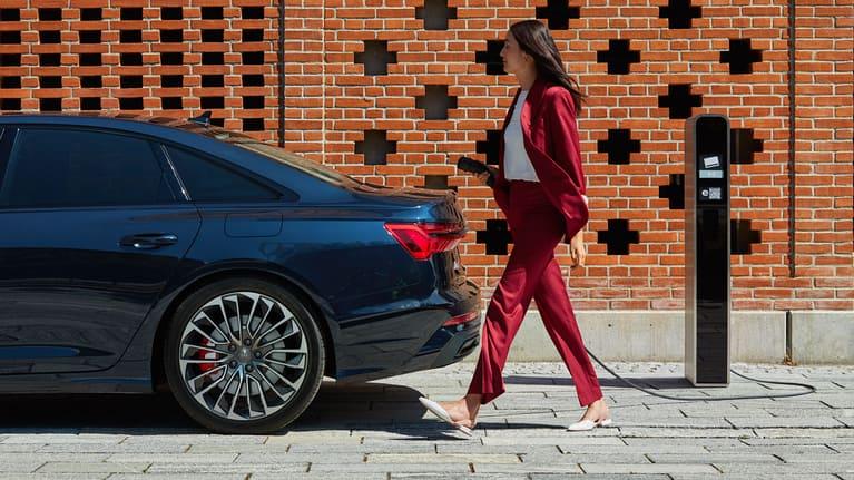 Side view Audi A6 Limousine 55 TFSI e quattro